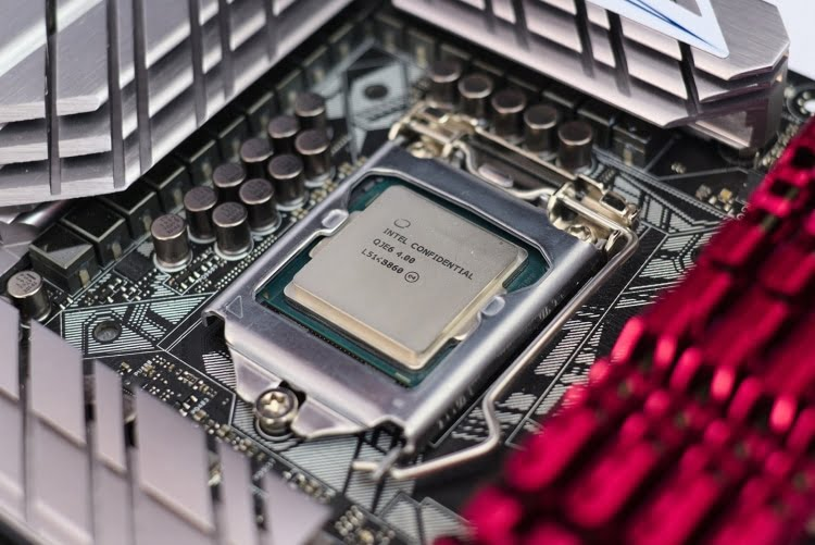 A dangerous error in Intel Skylake and Kaby Lake processors was found.